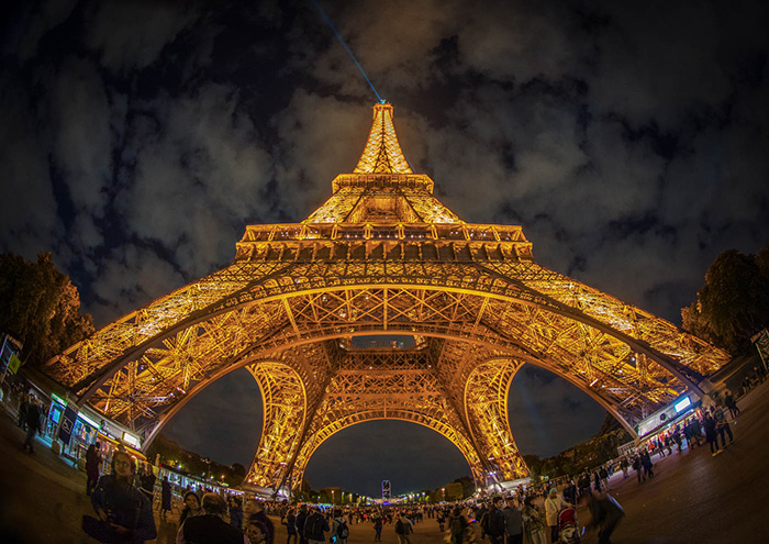 Tour Eiffel la Nuit by Lloyd Moore