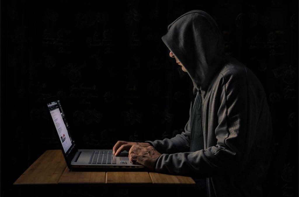 Set Subject 3rd – Hacker at Work_Richard Wilson