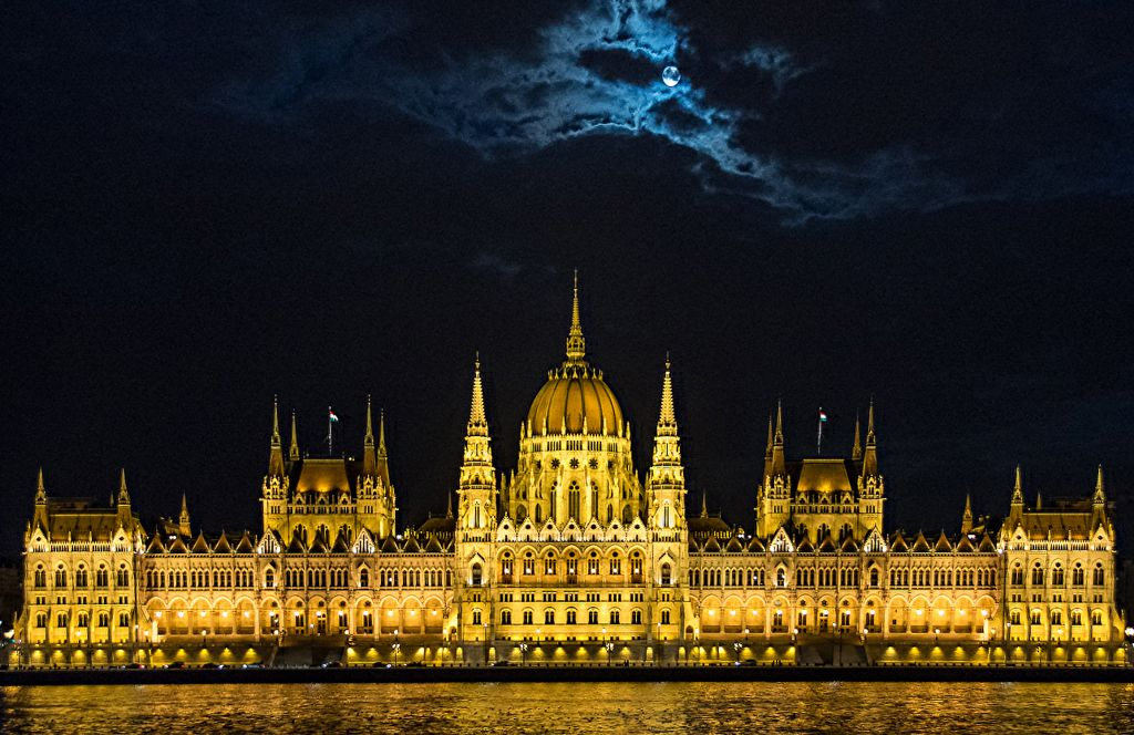 Advanced 3rd – Hungarian parliament on the Danube_Peter Xerri
