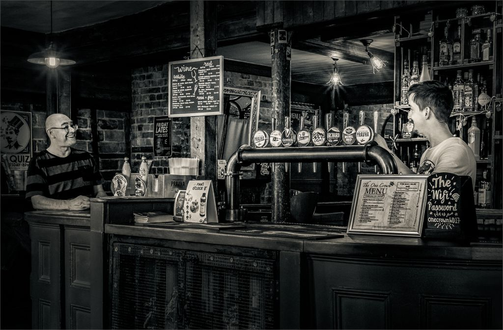 Set subject 1st – One Crown bar chat_Richard Wilson